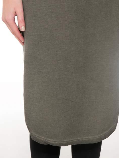 Khaki dresowa sukienka z koronkowym karczkiem                                  zdj.                                  6