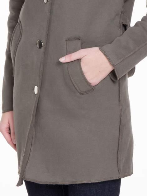 Khaki dresowy płaszcz o kroju oversize                                  zdj.                                  8
