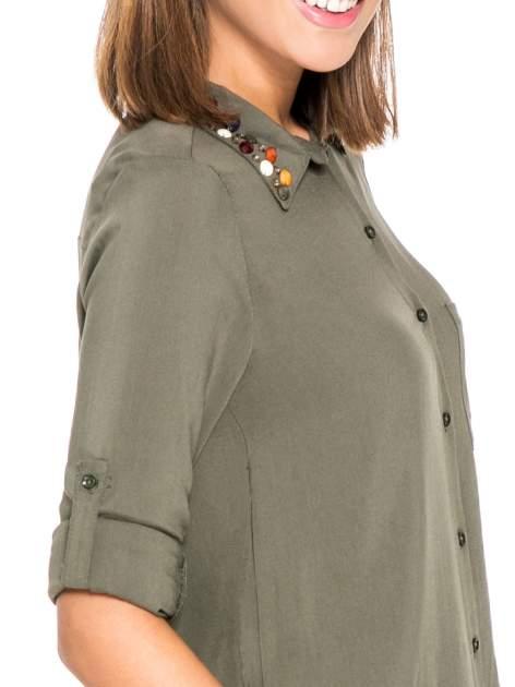 Khaki koszula z kołnierzykiem zdobionym kamieniami                                  zdj.                                  6