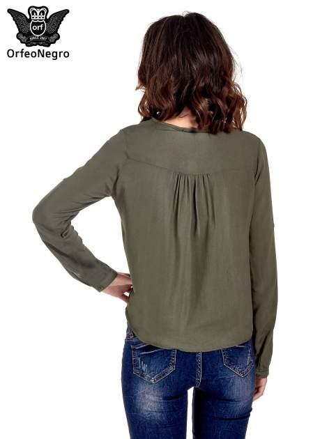 Khaki koszula ze wzorzystą wstawką w stylu etno                                  zdj.                                  4