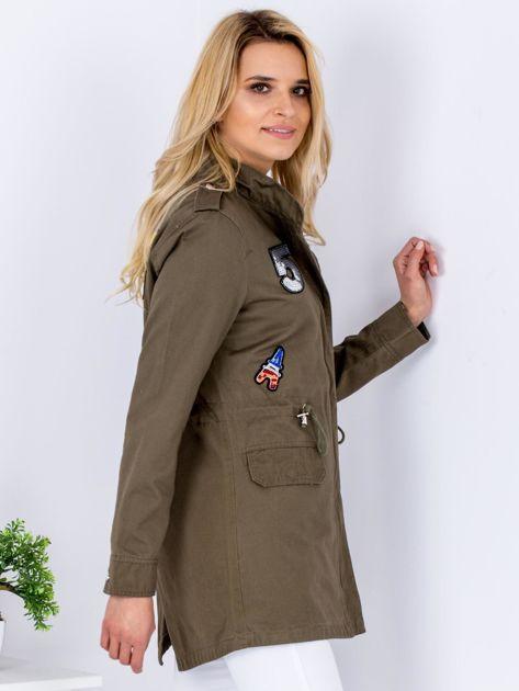 Khaki kurtka parka z cekinowymi naszywkami                              zdj.                              3