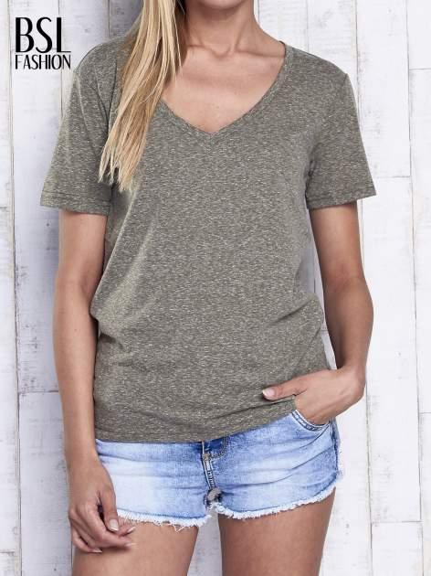 Khaki melanżowy t-shirt z trójkątnym dekoltem                                  zdj.                                  1