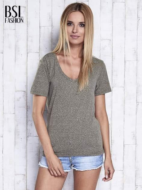 Khaki melanżowy t-shirt z trójkątnym dekoltem                                  zdj.                                  5