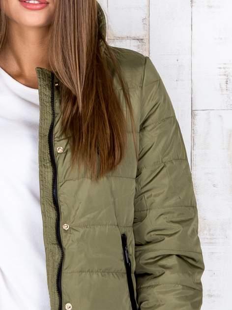 Khaki przejściowa kurtka puchowa z dłuższym tyłem                                  zdj.                                  7