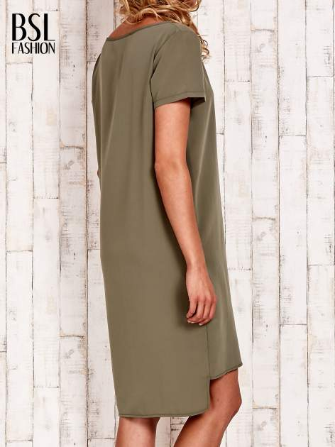 Khaki sukienka z dłuższym tyłem                                  zdj.                                  4