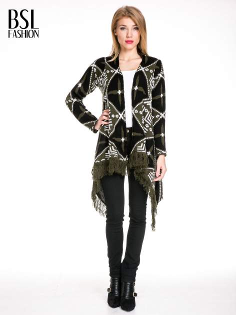 Khaki sweter narzutka w azteckie wzory z frędzlami                                  zdj.                                  1
