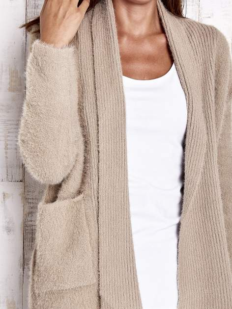 Khaki sweter oversize z kieszeniami                                  zdj.                                  5