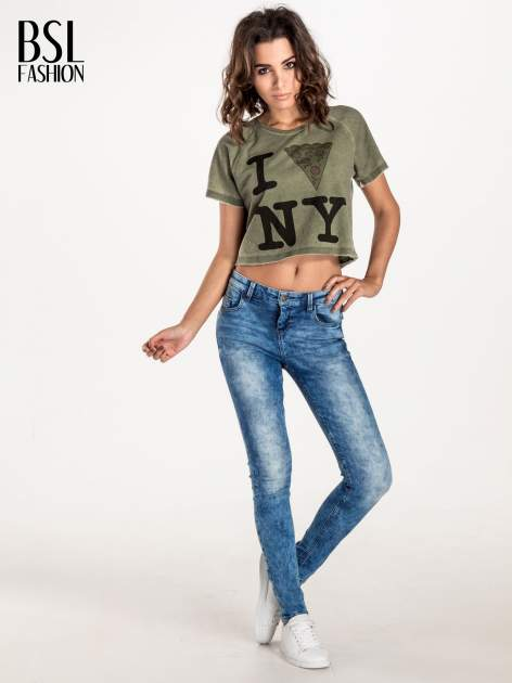 Khaki t-shirt cropped z motywem pizzy                                  zdj.                                  3
