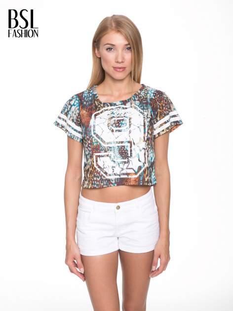 Khaki t-shirt typu crop top z numerkiem                                  zdj.                                  1