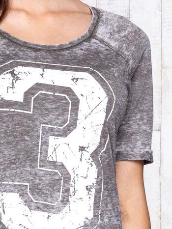 Khaki t-shirt z cyfrą 3                                  zdj.                                  6