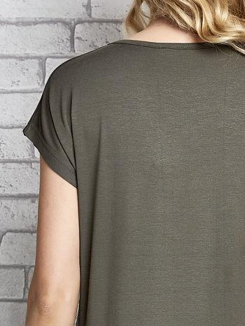 Khaki t-shirt z napisem I AM CHOCOHOLIC BABY                                  zdj.                                  4
