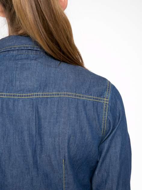 Klasyczna ciemnoniebieska jeansowa koszula z kieszonkami                                  zdj.                                  8