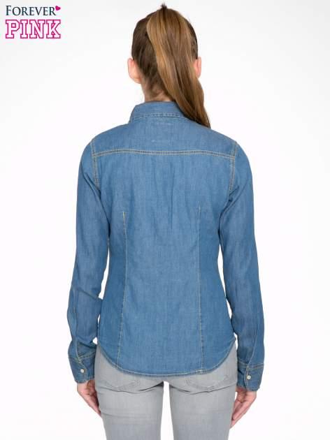 Klasyczna niebieska jeansowa koszula z kieszonkami                                  zdj.                                  4