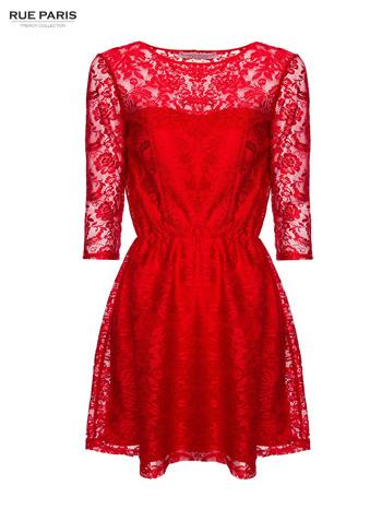 Kloszowana sukienka pokryta na górze czerwoną przezroczystą koronką