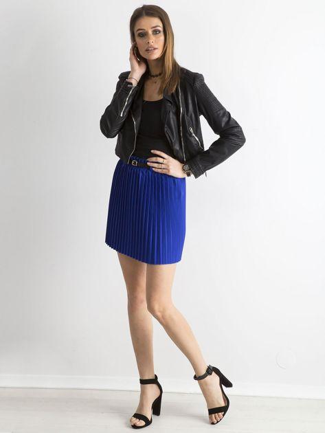 Kobaltowa plisowana spódnica z paskiem                              zdj.                              4