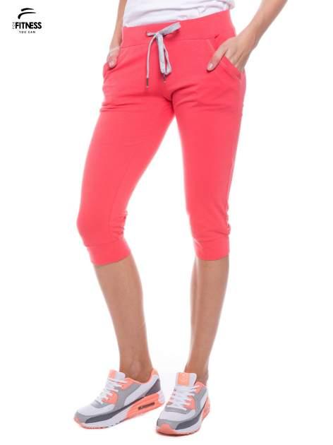 Koralowe sportowe spodnie za kolano typu capri                                  zdj.                                  1