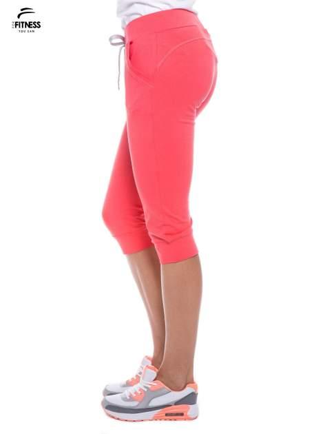 Koralowe sportowe spodnie za kolano typu capri                                  zdj.                                  2