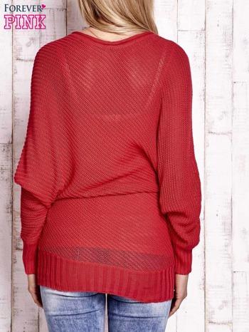 Koralowy dopasowany ażurowy sweter                                  zdj.                                  4