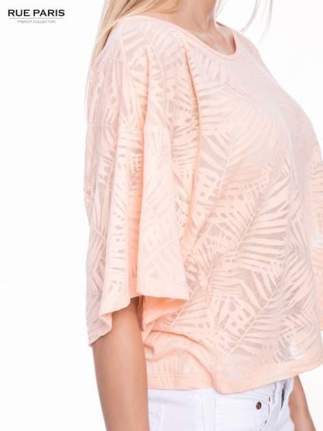 Koralowy t-shirt w transparentny nadruk palm o kimonowym kroju                                  zdj.                                  7