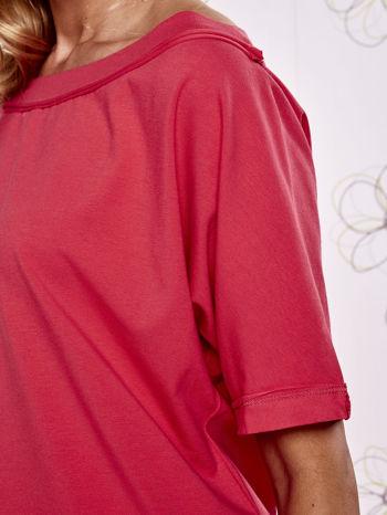 Koralowy t-shirt z dekoltem w łódkę                                  zdj.                                  5