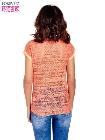 Koralowy t-shirt z koronkowym tyłem i dżetami                                  zdj.                                  4