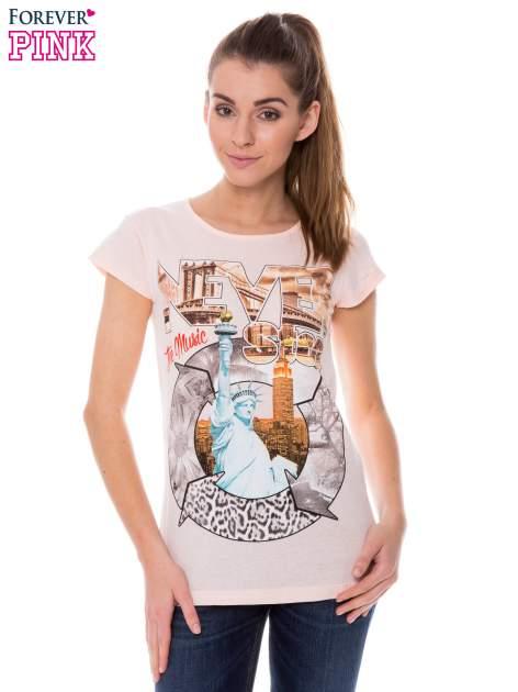 Koralowy t-shirt z nadrukiem w amerykańskim stylu