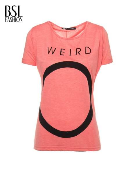 Koralowy t-shirt z napisem WEIRD                                  zdj.                                  2