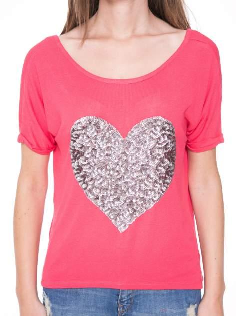 Koralowy t-shirt ze srebrnym sercem z cekinów                                  zdj.                                  6