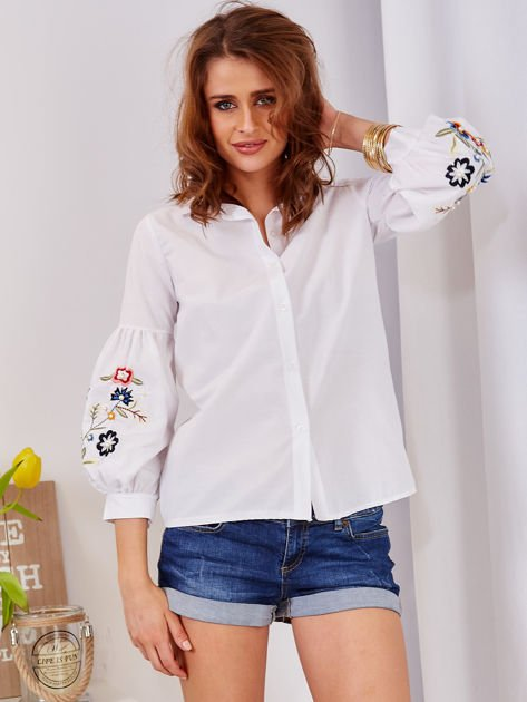 Koszula biała z haftowanymi rękawami                                  zdj.                                  4
