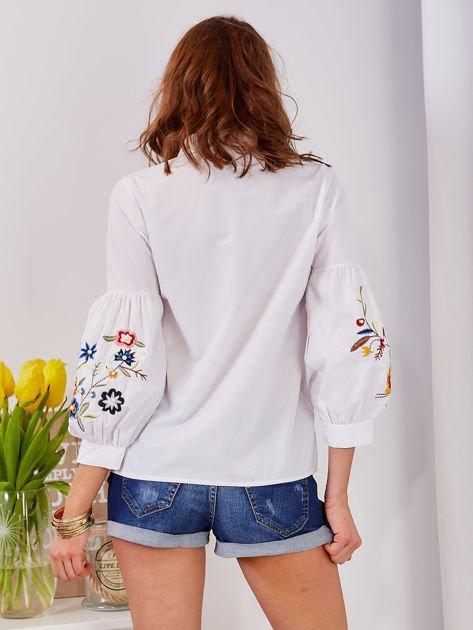 Koszula biała z haftowanymi rękawami                                  zdj.                                  5