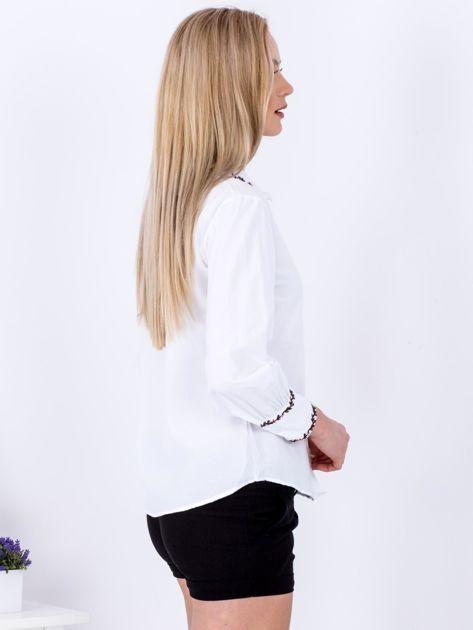 Koszula biała z haftowanymi wstawkami                              zdj.                              3