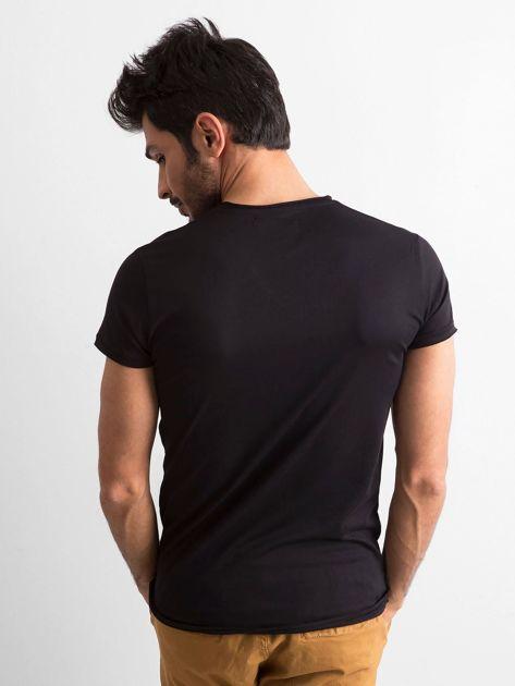 Koszulka męska z dekoltem w serek czarna                              zdj.                              2