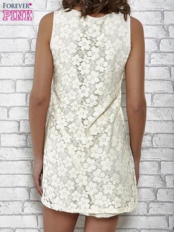 Kremowa koronkowa sukienka z wiązaniem przy dekolcie                                  zdj.                                  2
