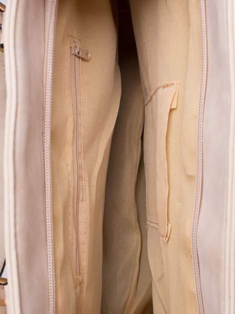 Kremowa torba shopper bag z zawieszką                                  zdj.                                  5