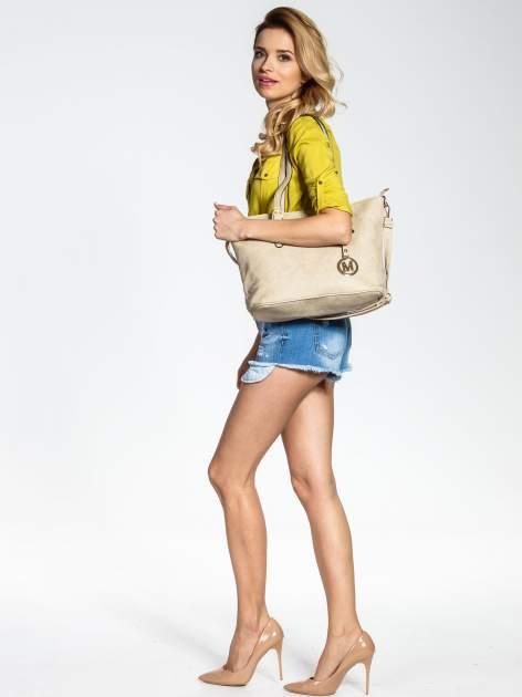 Kremowa torba shopper bag z zawieszką                                  zdj.                                  6