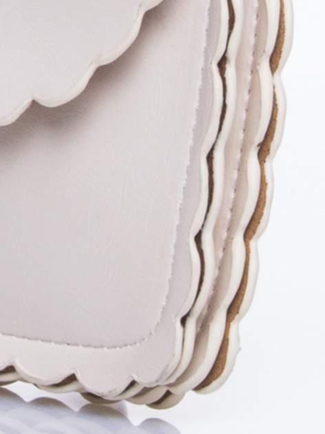 Kremowa torebka listonoszka z falowanym wykończeniem                                  zdj.                                  7