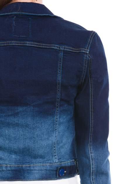 Kurtka jeansowa damska z efektem ombre w kolorze indygo                                  zdj.                                  7