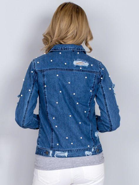 Kurtka jeansowa z perełkami i przedarciami niebieska                                  zdj.                                  2