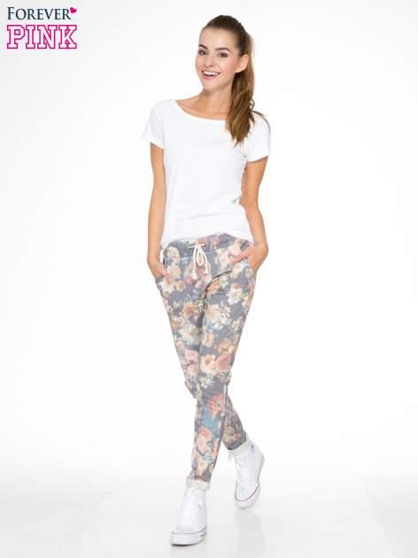 Kwiatowe spodnie dresowe ściągane w pasie                                  zdj.                                  2