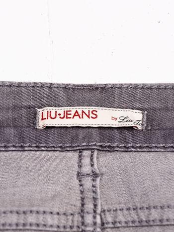 LIU JO Szare spodnie jeansowe z kwiatowym nadrukiem                                  zdj.                                  4