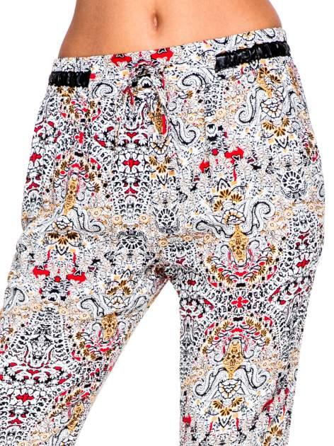 Lejące spodnie we wzór etno                                  zdj.                                  6