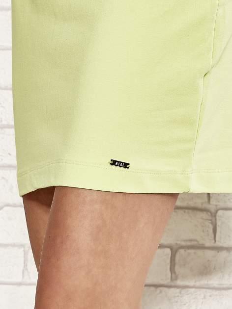 Limonkowa sukienka dresowa o prostym kroju                                  zdj.                                  5