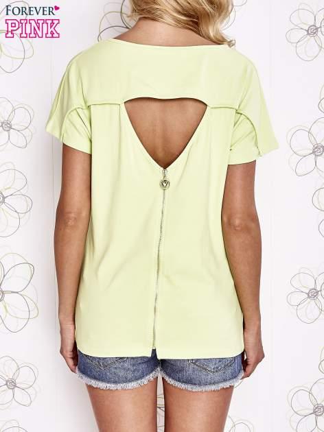 Limonkowy t-shirt z napisem i trójkątnym wycięciem na plecach                                  zdj.                                  2