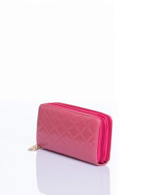 Łososiowy lakierowany pikowany portfel                                  zdj.                                  2