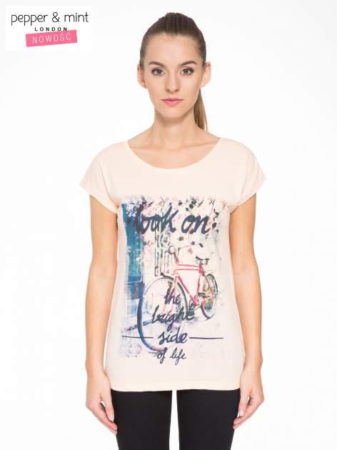 Łososiowy t-shirt z nadrukiem roweru                                  zdj.                                  1