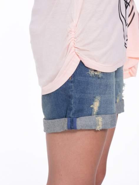 Łososiowy t-shirt z ornamentowym nadrukiem                                  zdj.                                  9