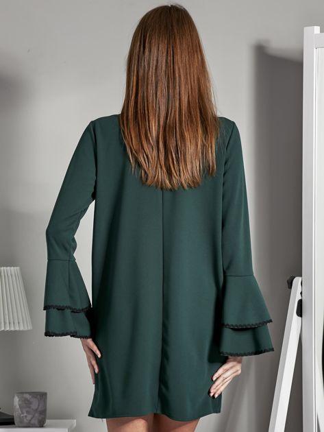 Luźna sukienka z wiązanym chokerem ciemnozielona                              zdj.                              2