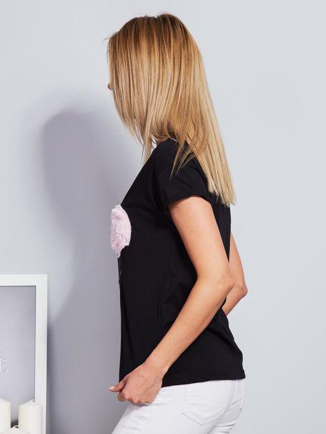 Luźny t-shirt z futrzanymi flamingami czarny                              zdj.                              5