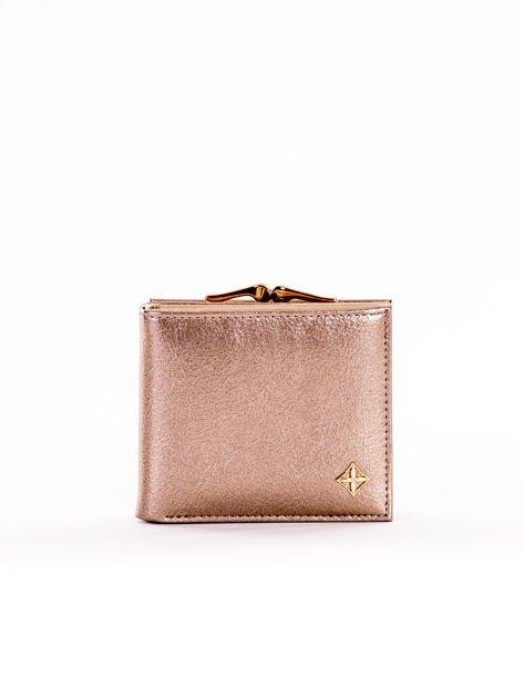 Mały elegancki portfel złoty z ozdobnym biglem