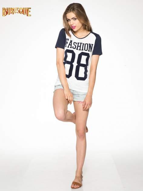 Melanżowo-granatowy t-shirt z nadrukiem FASHION 88                                  zdj.                                  2